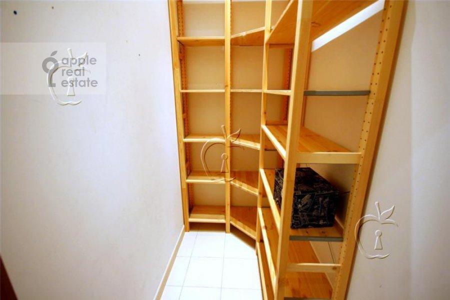 Walk-in closet / Laundry room / Storage room of the 6-room apartment at Beregovaya ul. 4k4