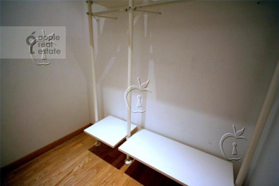 Гардеробная комната / Постирочная комната / Кладовая комната в 6-комнатной квартире по адресу Береговая ул. 4к4