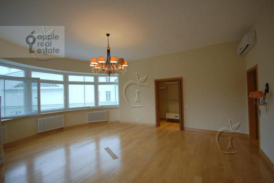 Living room of the 6-room apartment at Beregovaya ul. 4k4