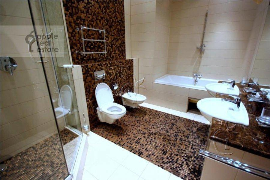 Bathroom of the 6-room apartment at Beregovaya ul. 4k4