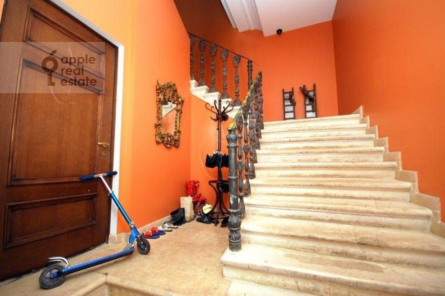 Квартира-студия по адресу Хлебный пер. 6