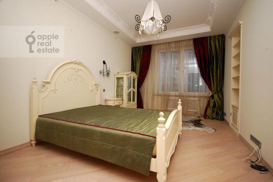 Спальня в 4-комнатной квартире по адресу Мосфильмовская ул. 70к1