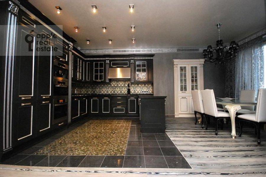 Kitchen of the 4-room apartment at Mosfil'movskaya ul. 70k1