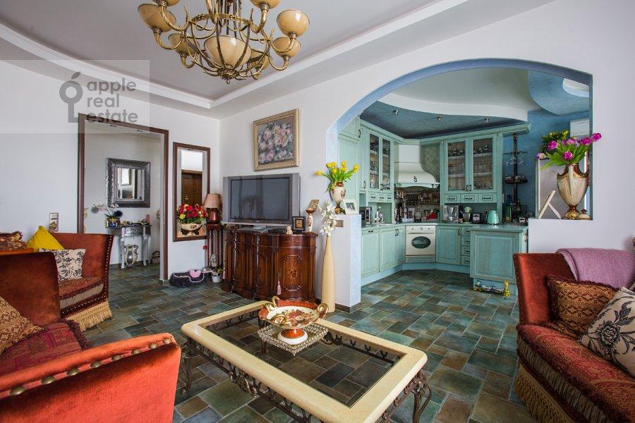 Гостиная в 2-комнатной квартире по адресу Крылатская ул. 45к1