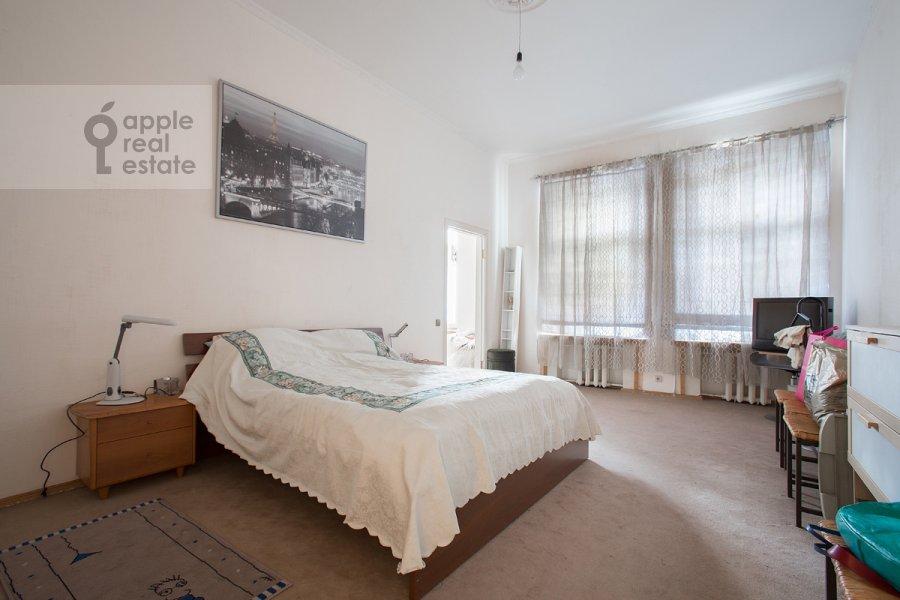 Спальня в 6-комнатной квартире по адресу Дмитровка Большая ул. 20с2