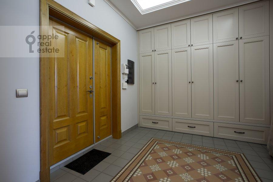 Corridor of the 2-room apartment at 1-y Tverskoy-Yamskoy per 11