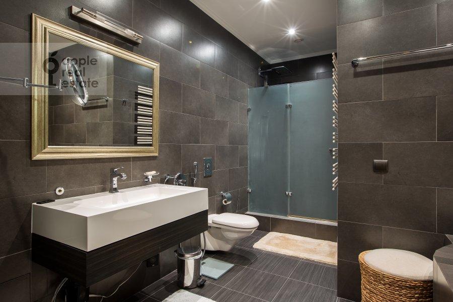 Bathroom of the 2-room apartment at 1-y Tverskoy-Yamskoy per 11