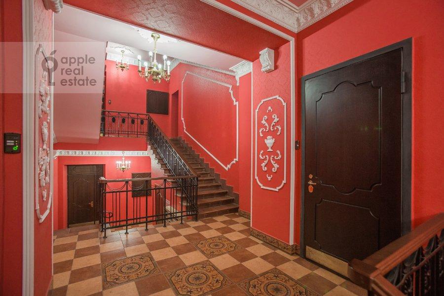 Подъезд 2-комнатной квартиры по адресу Брюсов пер. 2/14с2