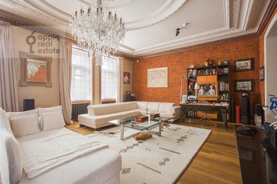 Гостиная в 2-комнатной квартире по адресу Брюсов пер. 2/14с2