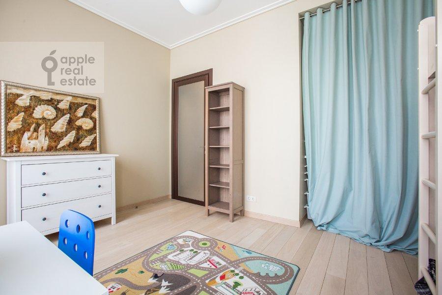 Living room of the 4-room apartment at ulitsa Stanislavskogo 11