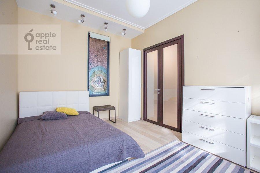 Bedroom of the 4-room apartment at ulitsa Stanislavskogo 11