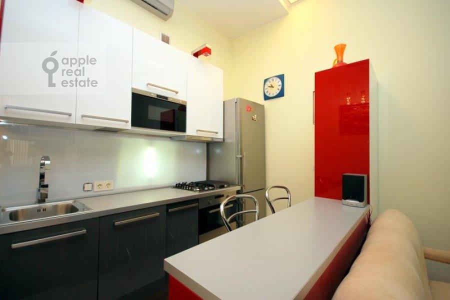 Kitchen of the 1-room apartment at Gnezdnikovskiy Bol'shoy per. 10