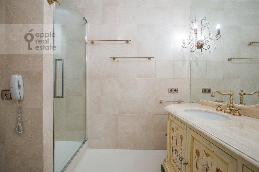 Bathroom of the 5-room apartment at Chapaevskiy per. 3