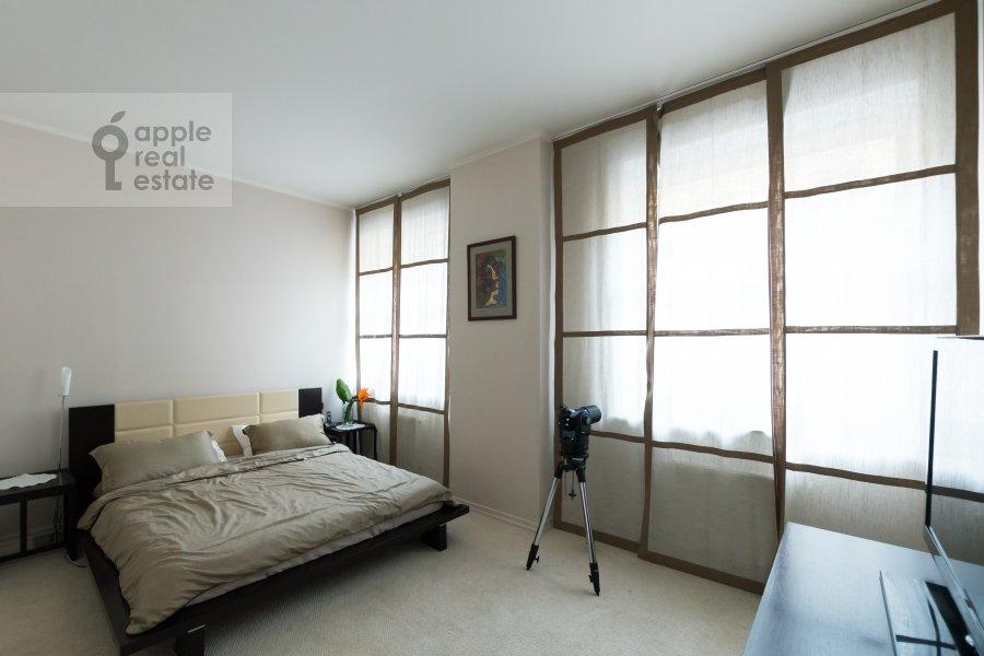 2-room apartment at Khariton'evskiy Bol'shoy per. 16-18