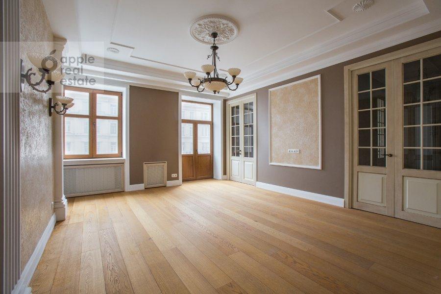 Гостиная в 4-комнатной квартире по адресу Тверская ул 27с2