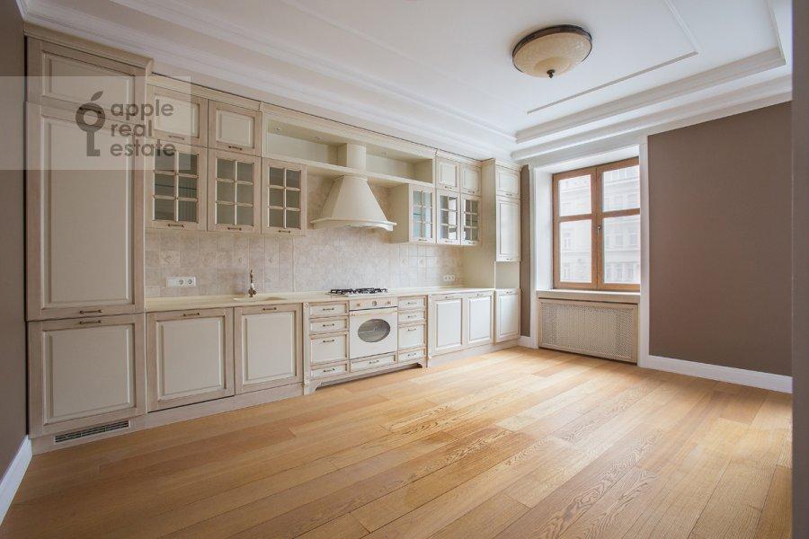 Кухня в 4-комнатной квартире по адресу Тверская ул 27с2