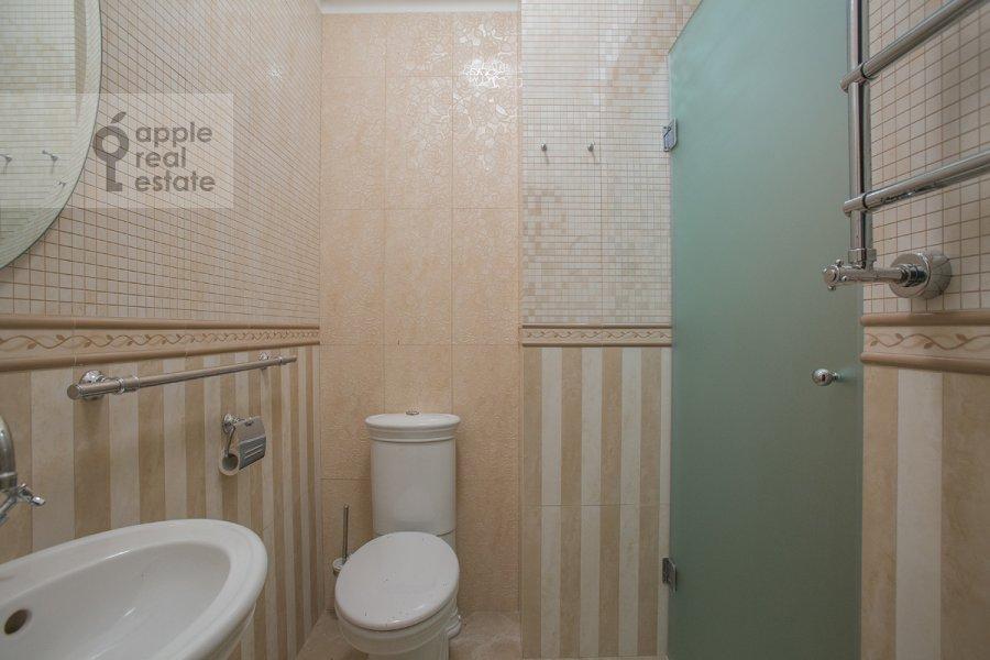Санузел в 4-комнатной квартире по адресу Тверская ул 27с2