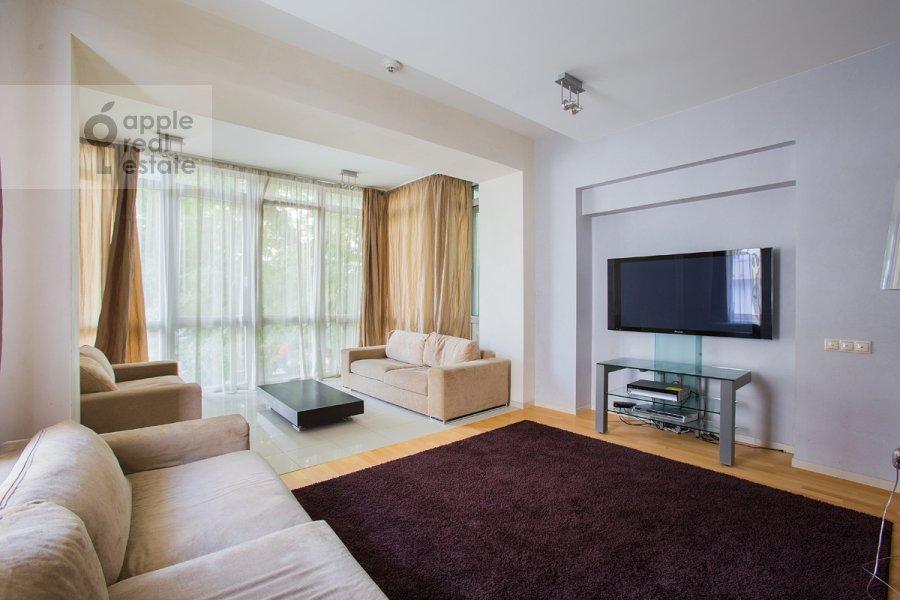 Living room of the 4-room apartment at Ordynka Bol'shaya ul. 16