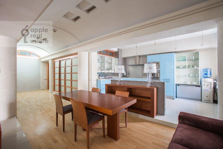 Kitchen of the 4-room apartment at Ordynka Bol'shaya ul. 16