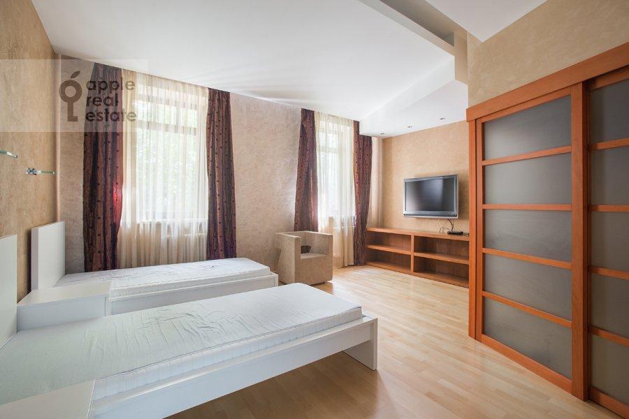 Bedroom of the 4-room apartment at Ordynka Bol'shaya ul. 16