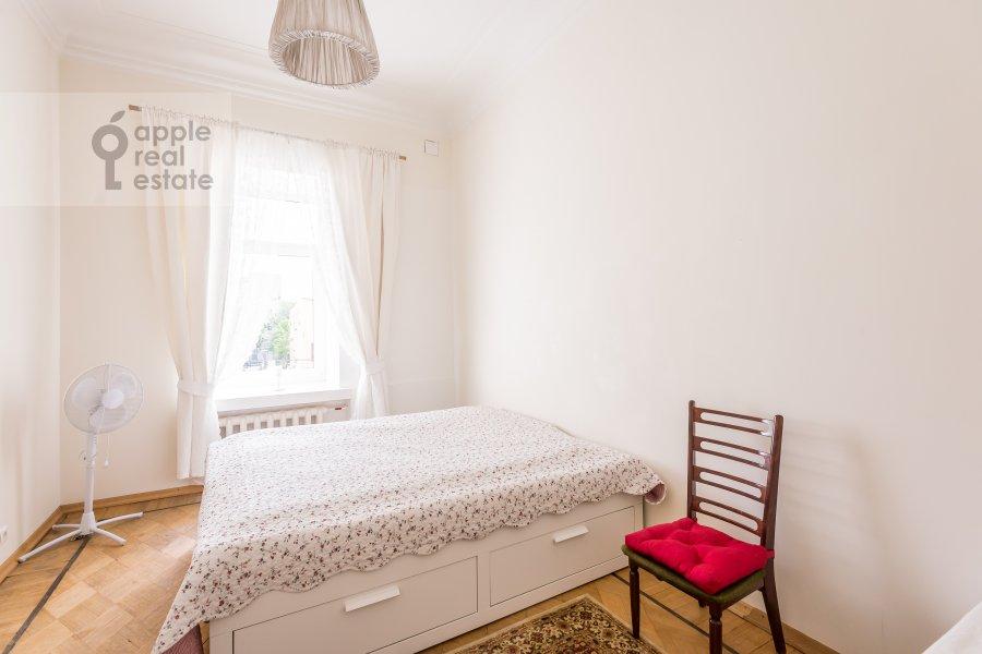 Bedroom of the 5-room apartment at Klimentovskiy per. 6