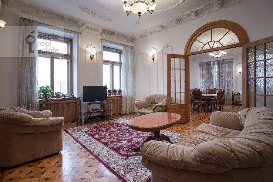 Living room of the 4-room apartment at Znamenka ul. 15