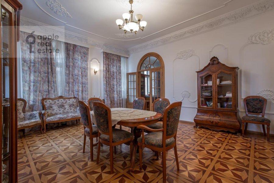 Kitchen of the 4-room apartment at Znamenka ul. 15
