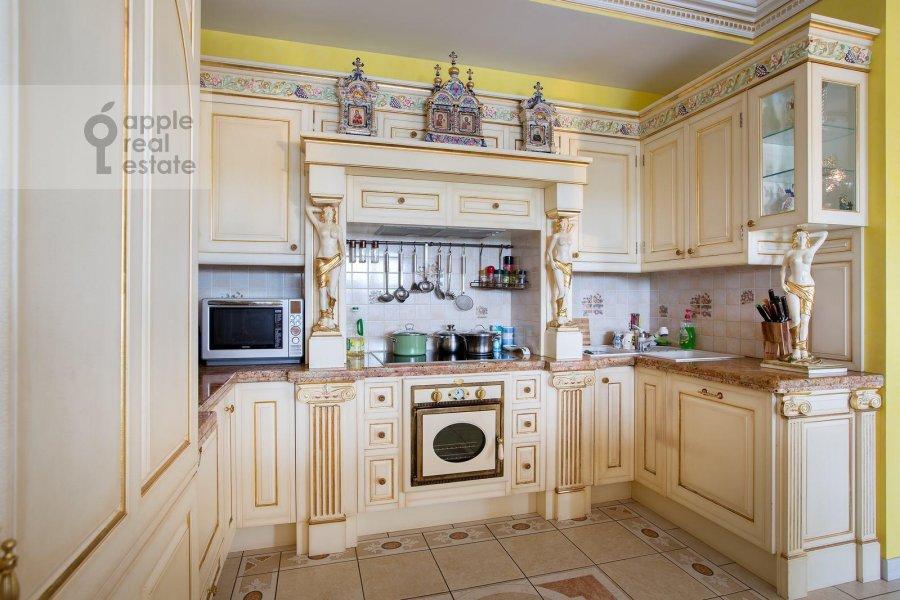 Kitchen of the 6-room apartment at Aviatsionnaya ul. 79