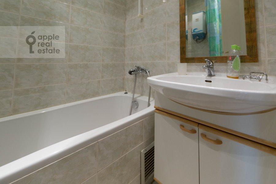 Bathroom of the 2-room apartment at Tverskaya ul. 8