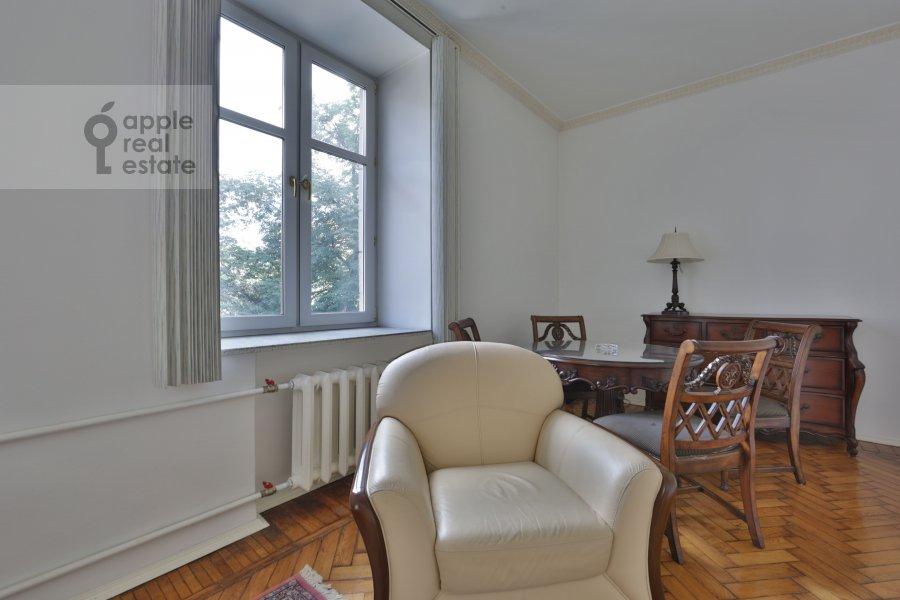 Living room of the 2-room apartment at Tverskaya ul. 8