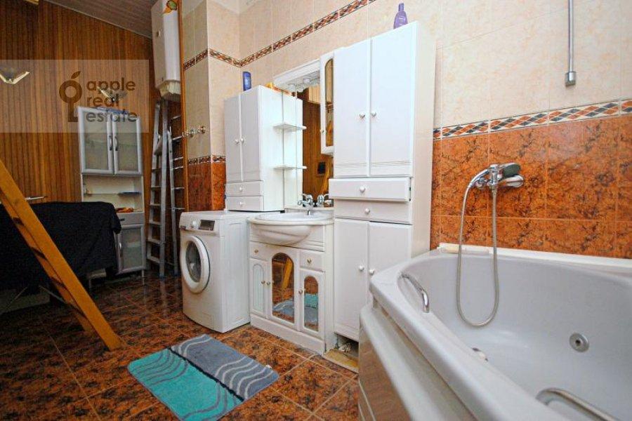 Санузел в 4-комнатной квартире по адресу Кисловский Малый пер. 1