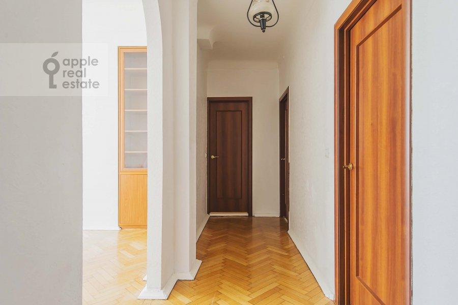 Corridor of the 4-room apartment at Pokrovka 41