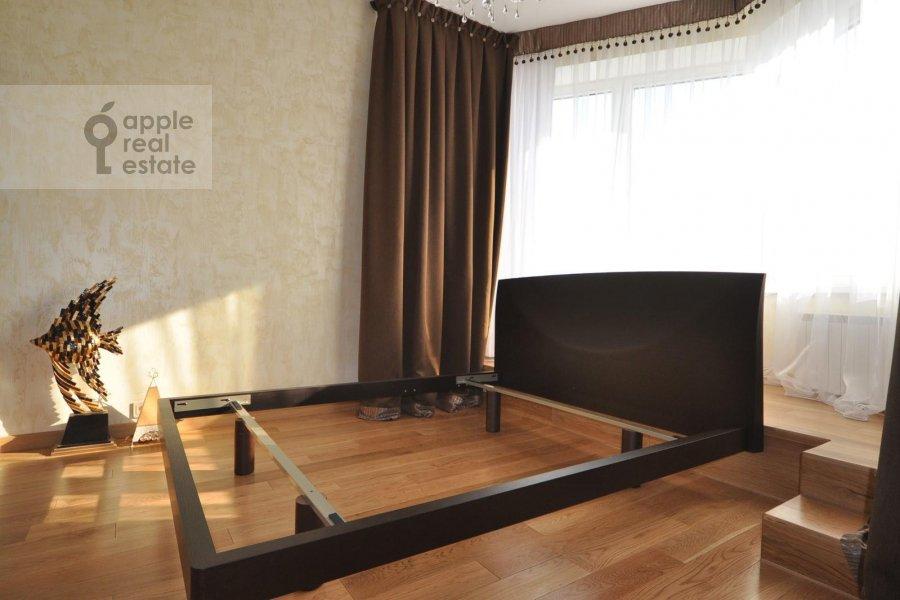 Bedroom of the 3-room apartment at Ruzheynyy per. 3