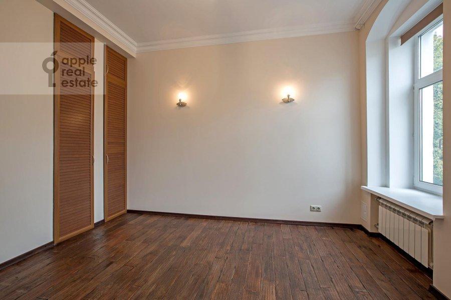 Bedroom of the 5-room apartment at Bogoslovskiy per. 8/15