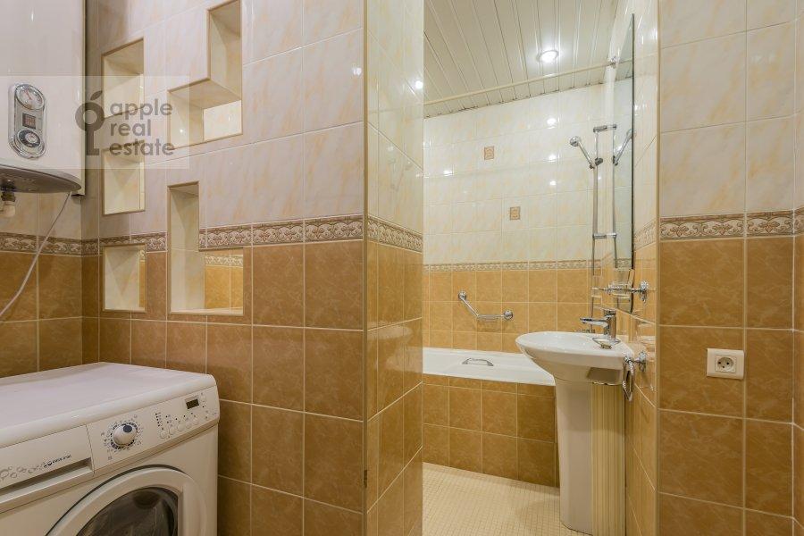 Bathroom of the 2-room apartment at Plotnikov per. 20/21
