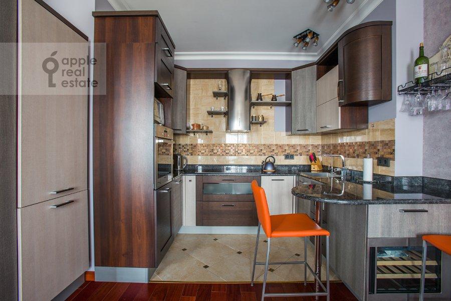 Кухня в 4-комнатной квартире по адресу Тверская ул. 19