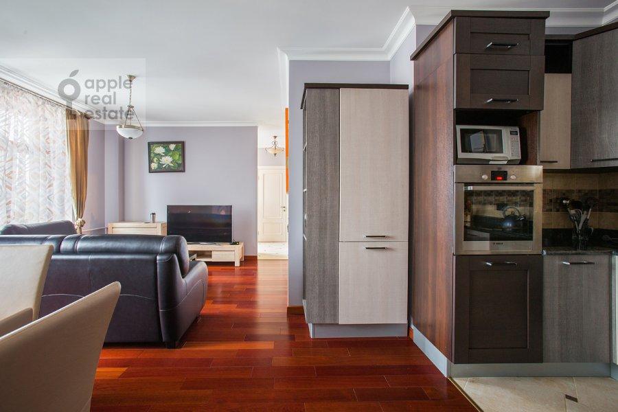 Гостиная в 4-комнатной квартире по адресу Тверская ул. 19
