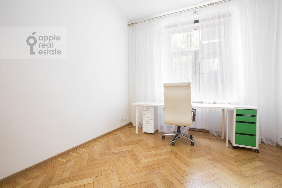 Children's room / Cabinet of the 3-room apartment at Tverskaya ul. 17