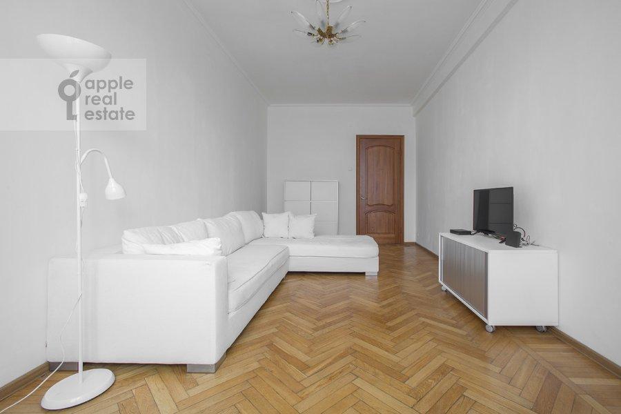 Living room of the 3-room apartment at Tverskaya ul. 17