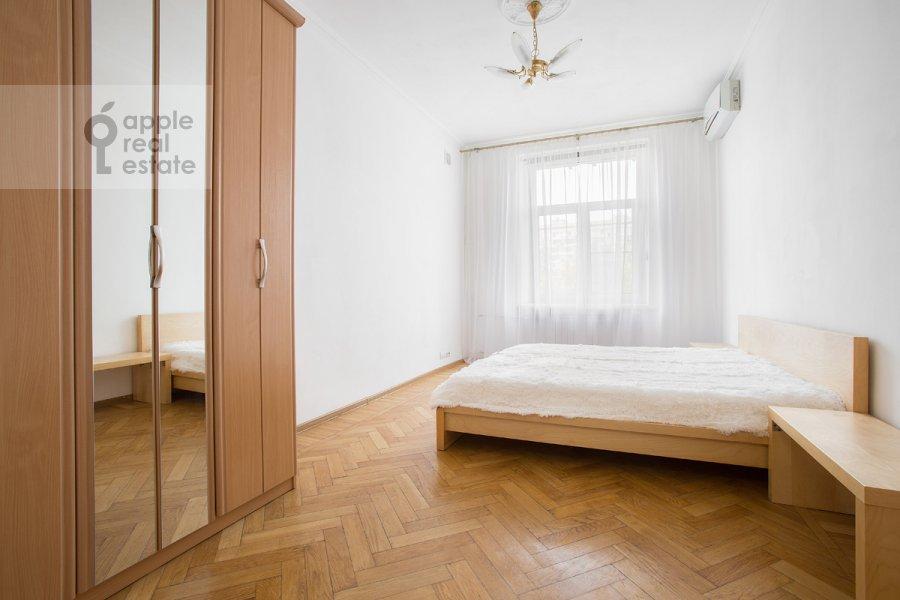 Bedroom of the 3-room apartment at Tverskaya ul. 17