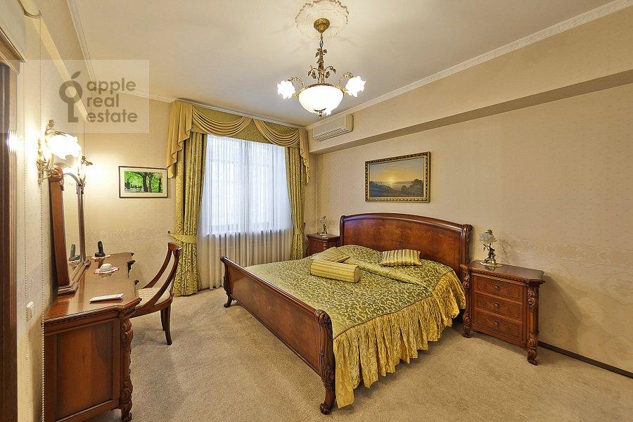 Bedroom of the 3-room apartment at Novinskiy bul'v. 18