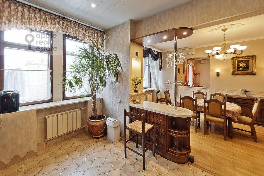 Kitchen of the 3-room apartment at Novinskiy bul'v. 18