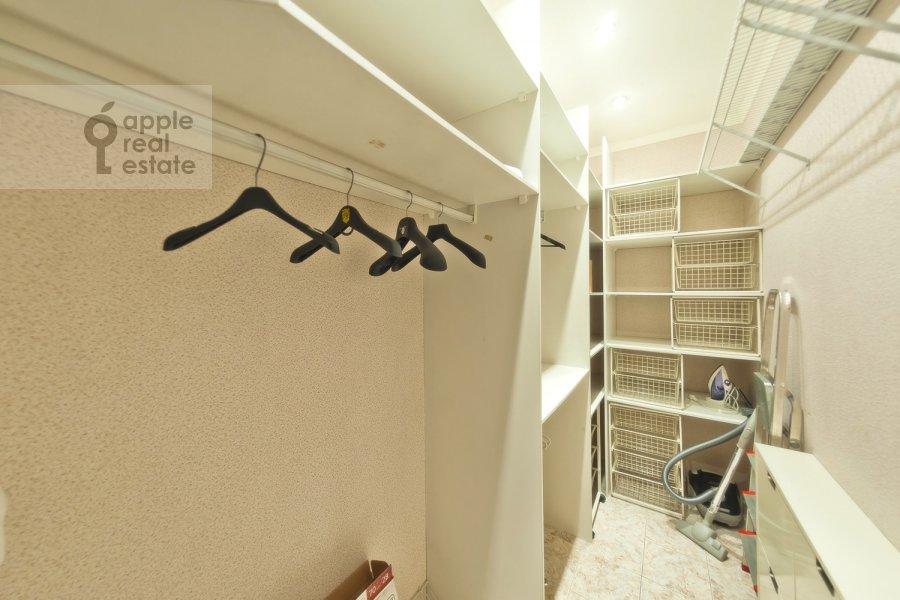 Walk-in closet / Laundry room / Storage room of the 3-room apartment at Novinskiy bul'v. 18