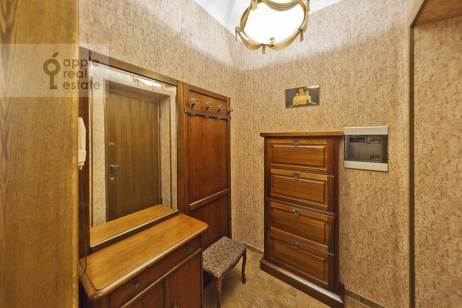 Corridor of the 3-room apartment at Novinskiy bul'v. 18