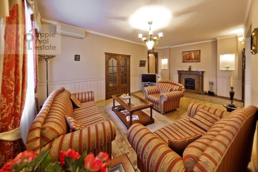 Living room of the 3-room apartment at Novinskiy bul'v. 18