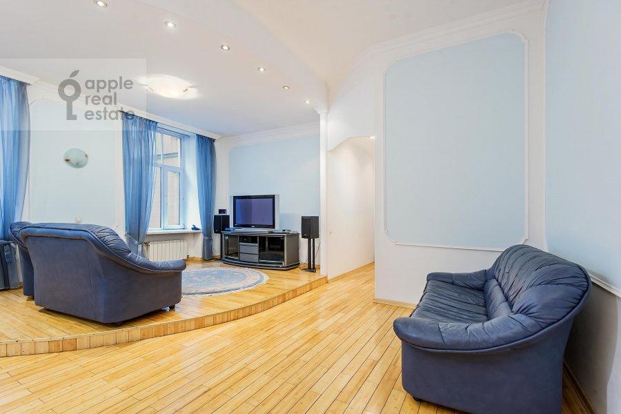 Living room of the 3-room apartment at Gogolevskiy bul'var 23