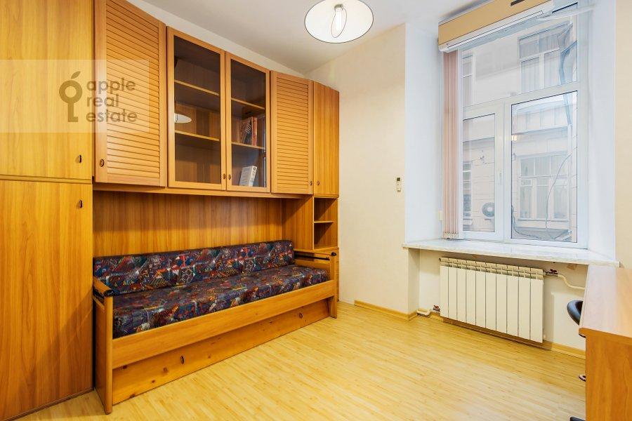 Children's room / Cabinet of the 3-room apartment at Gogolevskiy bul'var 23