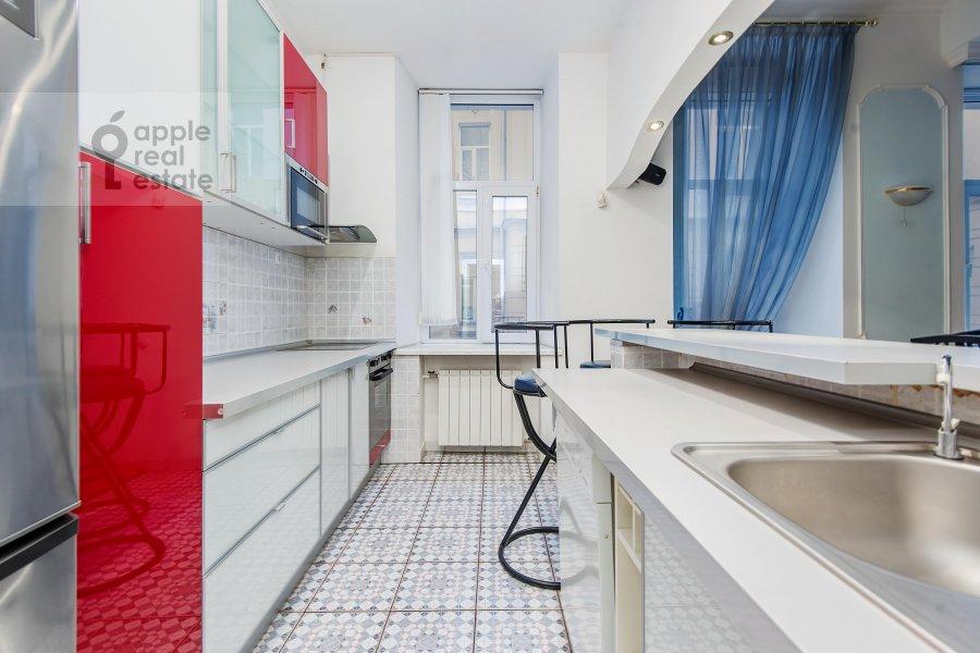 Kitchen of the 3-room apartment at Gogolevskiy bul'var 23