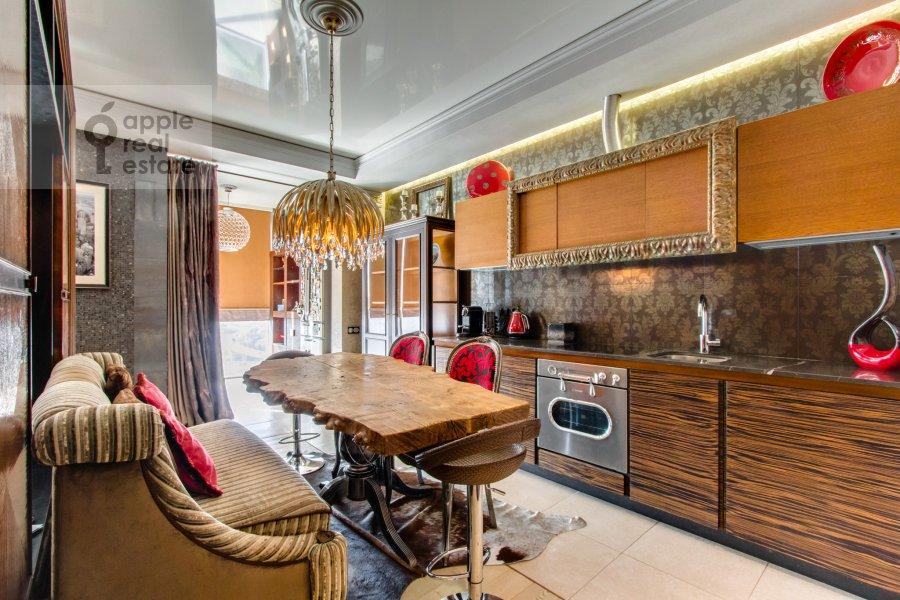 Кухня в 2-комнатной квартире по адресу Красногвардейская 3-я ул. 3
