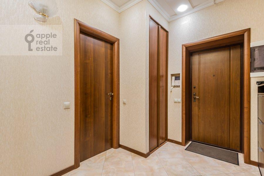 Corridor of the 3-room apartment at Shmitovskiy pr. 16s2